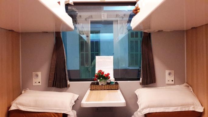 Hình ảnh một khoang trong toa giường nằm của đoàn tàu