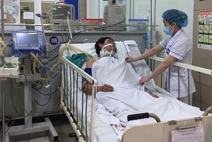 Bệnh nhân ngộ độc rượu methanol được điều trị tại Trung tâm Chống độc - Bệnh viện Bạch Mai
