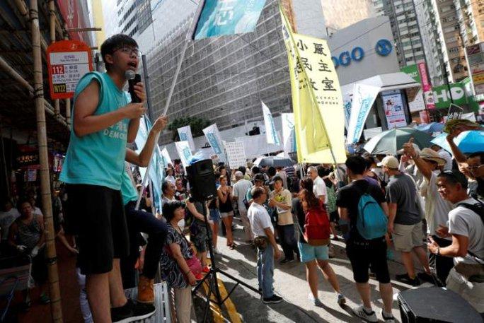 Hồng Kông: Cảnh sát đụng độ người biểu tình - Ảnh 3.