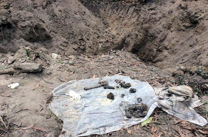 Hố chôn tập thể được phát hiện tại sân bay Biên Hòa (ảnh: A.X)
