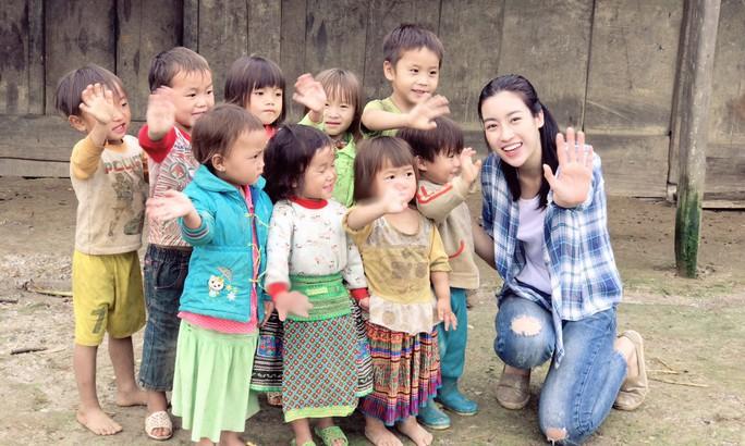 Hoa hậu Đỗ Mỹ Linh lọt tốp 20 Người đẹp nhân ái - Ảnh 1.
