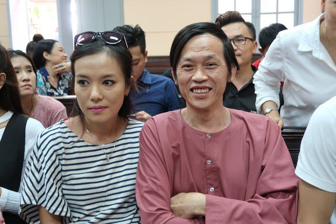 Hoài Linh đến tòa ủng hộ Ngọc Trinh kiện nhà hát - Ảnh 5.