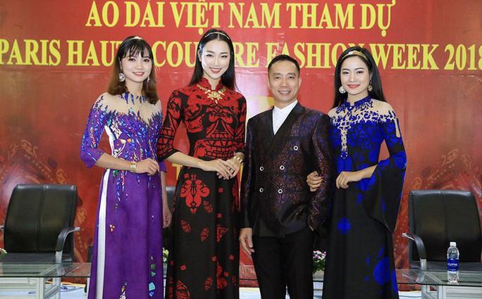 Áo dài Việt mở màn Paris Fashion Week - Haute Couture 2018 - Ảnh 3.