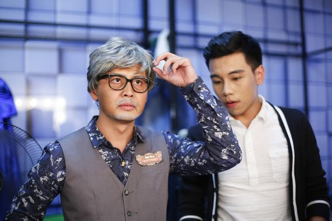 Hoàng Linh ào vai nhà ngoại cảm 70 tuổi