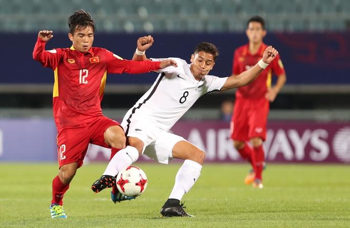 Bác sĩ U20 Việt Nam ngạc nhiên vì những cậu nhóc mê games - Ảnh 2.