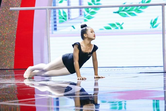 Cô bé 10 tuổi múa ballet khiến Ốc Thanh Vân khóc nức nở - Ảnh 1.