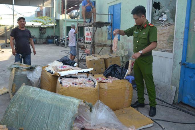 Hơn 600 kg sụn gà không rõ nguồn gốc được lực lượng chức năng TP Đà Nẵng thu giữ