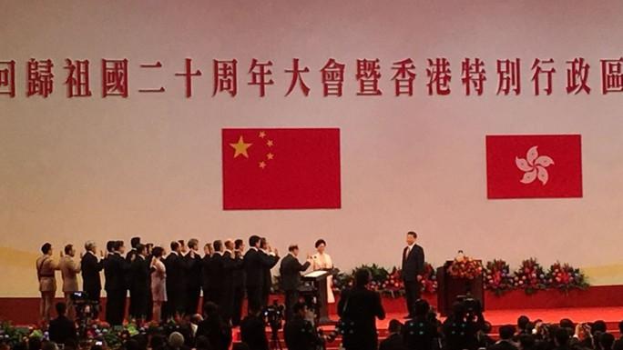 Hồng Kông có lãnh đạo mới, ông Tập cảnh báo cứng rắn - Ảnh 1.
