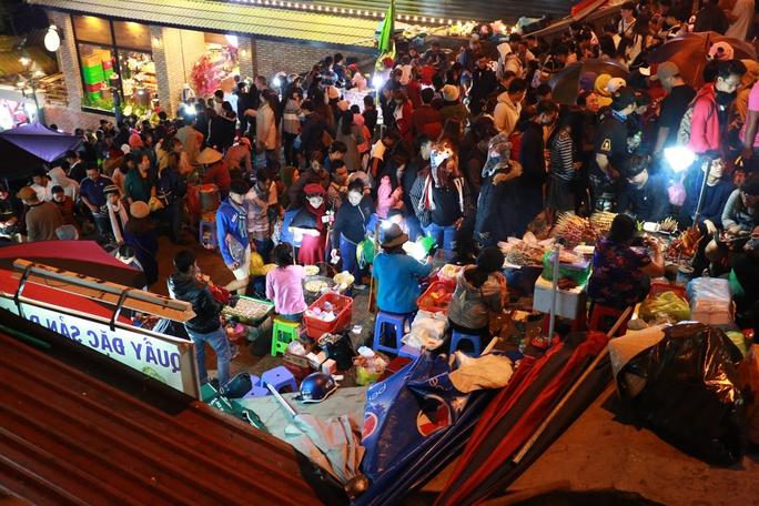 Hoạt động buôn bán tại chợ đêm Đà Lạt (Lâm Đồng) hết sức lộn xộn, gây mất an ninh trật tự.