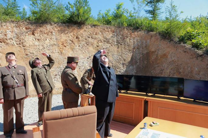 Triều Tiên chuẩn bị thử tên lửa có thể vươn tới bờ Tây Mỹ? - Ảnh 1.