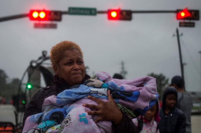 Tấm ảnh ám ảnh của nạn nhân thiệt mạng trong bão Harvey - Ảnh 16.