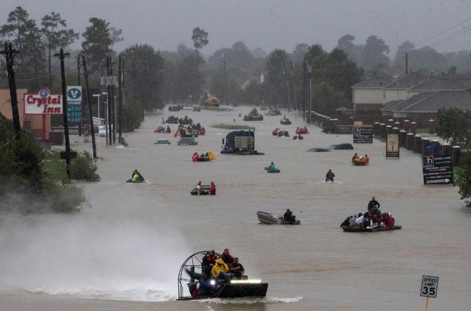 Tấm ảnh ám ảnh của nạn nhân thiệt mạng trong bão Harvey - Ảnh 12.