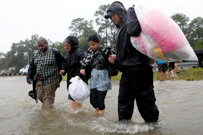 Tấm ảnh ám ảnh của nạn nhân thiệt mạng trong bão Harvey - Ảnh 11.
