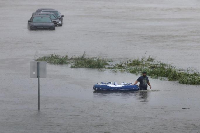 Tấm ảnh ám ảnh của nạn nhân thiệt mạng trong bão Harvey - Ảnh 9.