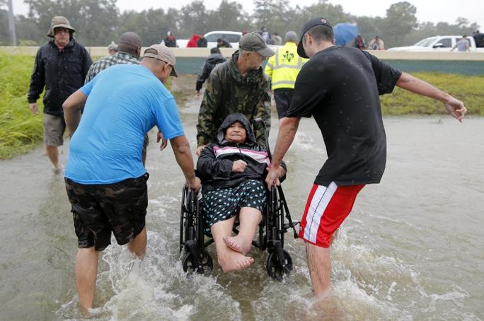 Tấm ảnh ám ảnh của nạn nhân thiệt mạng trong bão Harvey - Ảnh 8.