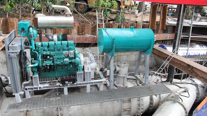 Bí thư Nguyễn Thiện Nhân thị sát siêu máy bơm chống ngập trước giờ vận hành - Ảnh 2.