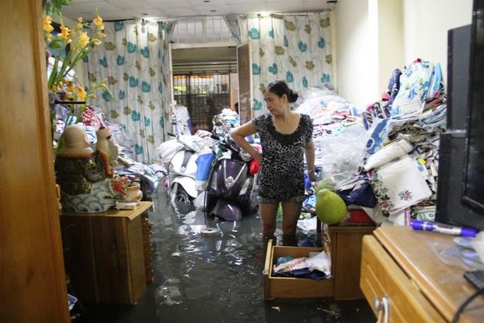 Nước tràn vào quá nhanh khiến nhiều người trở tay không kịp