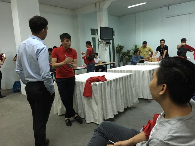 Sáng 20-1, quyền chủ tịch CLB TP HCM Lê Công Vinh đã có buổi trò chuyện thân mật với các khán giả yêu mến anh và đội bóng