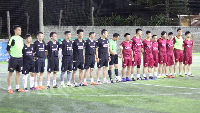 Công Phượng và đồng đội chống lại đội bóng có HLV trưởng Nguyễn Quốc Tuấn của HAGL