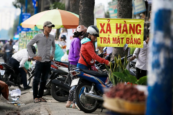 Đồng loạt xả hàng trước ngày trả đất quốc phòng ở Tân Sơn Nhất - Ảnh 7.