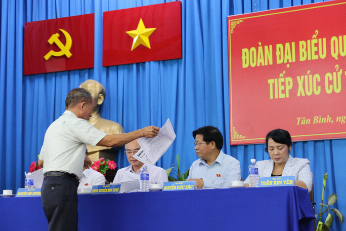 Cử tri nhập vai xe ôm vào sân golf Tân Sơn Nhất tìm chứng cứ - Ảnh 6.