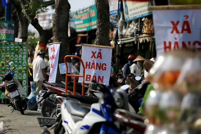 Đồng loạt xả hàng trước ngày trả đất quốc phòng ở Tân Sơn Nhất - Ảnh 5.