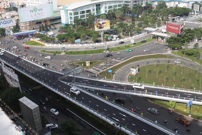 Đề nghị mở thêm cổng mới cho sân bay Tân Sơn Nhất - Ảnh 1.