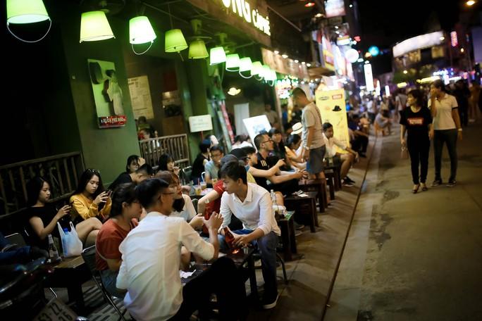 Hàng ngàn du khách đổ về phố đi bộ Bùi Viện trong ngày ra mắt - Ảnh 6.