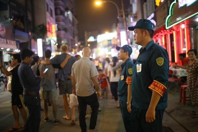Hàng ngàn du khách đổ về phố đi bộ Bùi Viện trong ngày ra mắt - Ảnh 14.