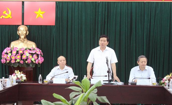 Bí thư Thành ủy TP HCM Đinh La Thăng làm việc với Huyện ủy Bình Chánh sáng 11-1.