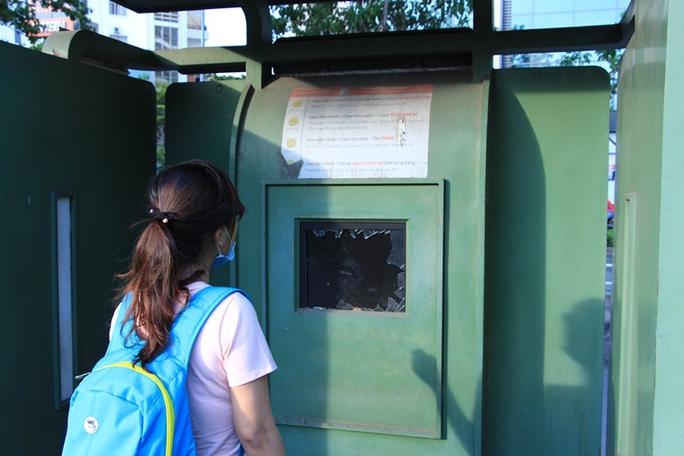 Toàn cảnh hoang phế của trạm thông tin xe buýt, du lịch - Ảnh 4.