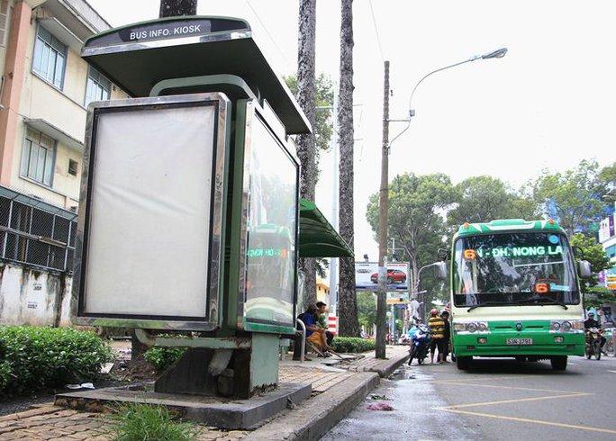 Toàn cảnh hoang phế của trạm thông tin xe buýt, du lịch - Ảnh 1.