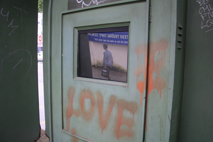 Toàn cảnh hoang phế của trạm thông tin xe buýt, du lịch - Ảnh 8.