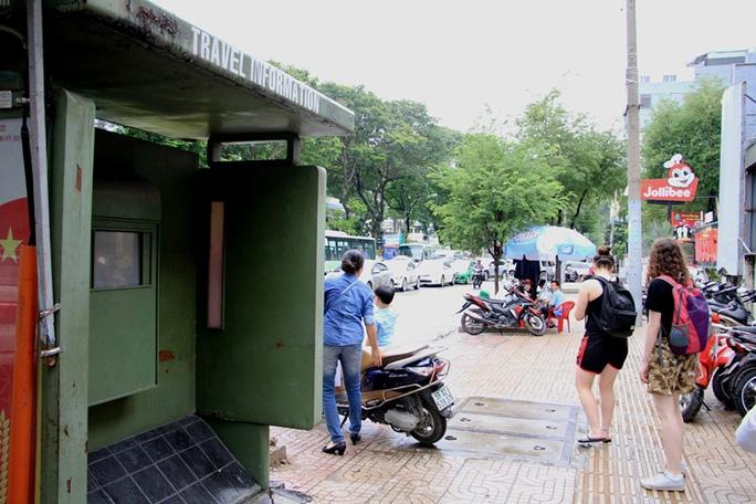 Toàn cảnh hoang phế của trạm thông tin xe buýt, du lịch - Ảnh 5.