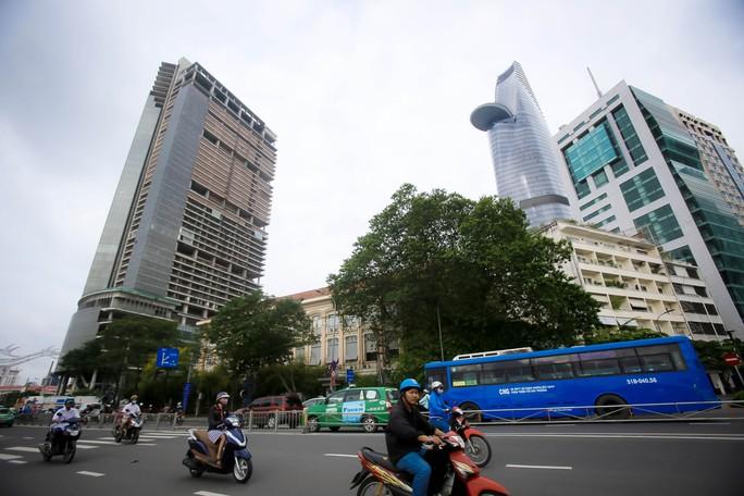 Cận cảnh cao ốc 42 tầng vừa bị xiết nợ ở TP HCM - Ảnh 4.