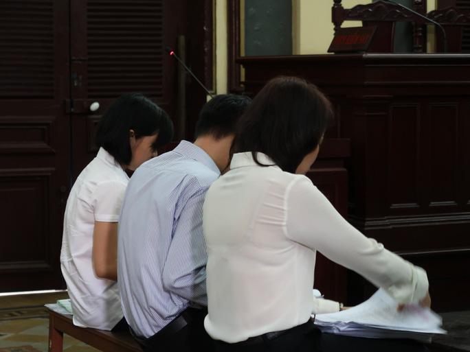 Ông bà trùm hàng hiệu và thương vụ tại Eximbank Sài Gòn - Ảnh 2.