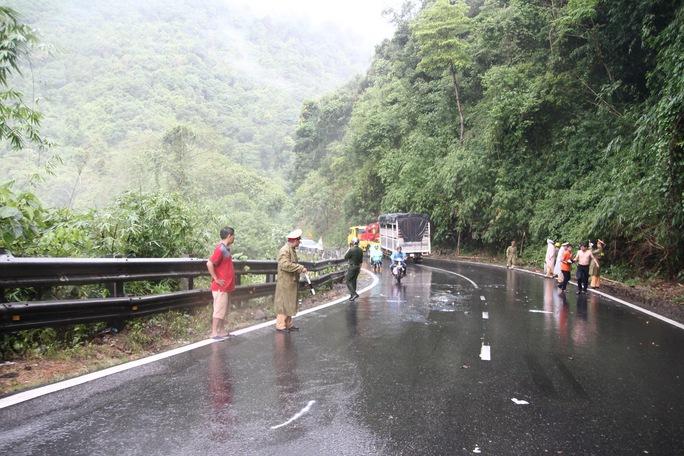Tai nạn liên hoàn trên đèo Bảo Lộc - Ảnh 1.