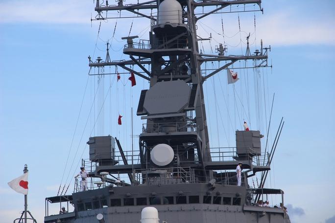 Cận cảnh tàu hải quân Nhật, Mỹ thăm Cam Ranh - Ảnh 7.