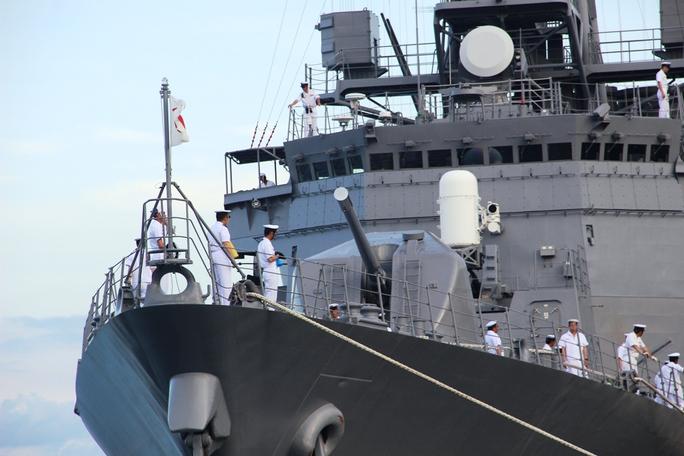 Cận cảnh tàu hải quân Nhật, Mỹ thăm Cam Ranh - Ảnh 8.
