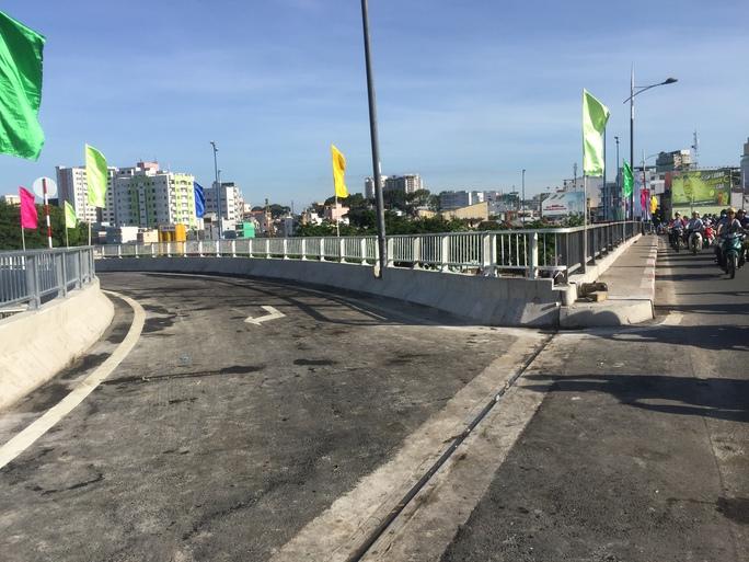 TP HCM: Thông xe 2 nhánh kết nối cầu Nguyễn Văn Cừ - Ảnh 4.