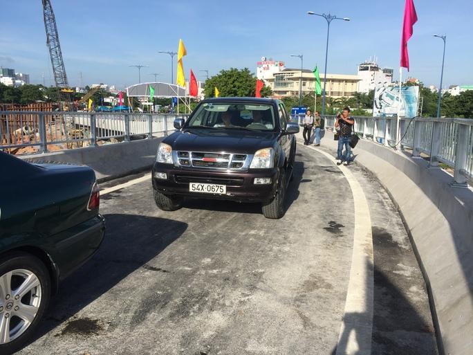 TP HCM: Thông xe 2 nhánh kết nối cầu Nguyễn Văn Cừ - Ảnh 2.