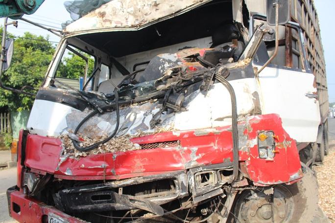 Xe tải bị hư hỏng nặng sau va chạm