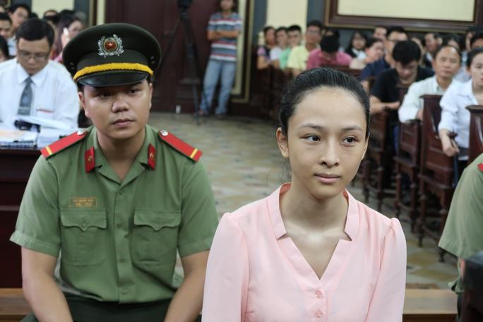 Hoa hậu Phương Nga nhận quyết định tạm đình chỉ - Ảnh 1.