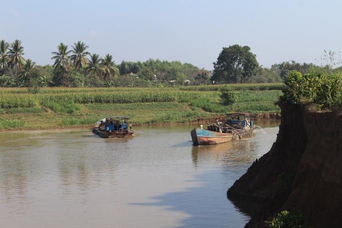 Trảm 13 dự án khai thác cát trên sông Đồng Nai - Ảnh 2.