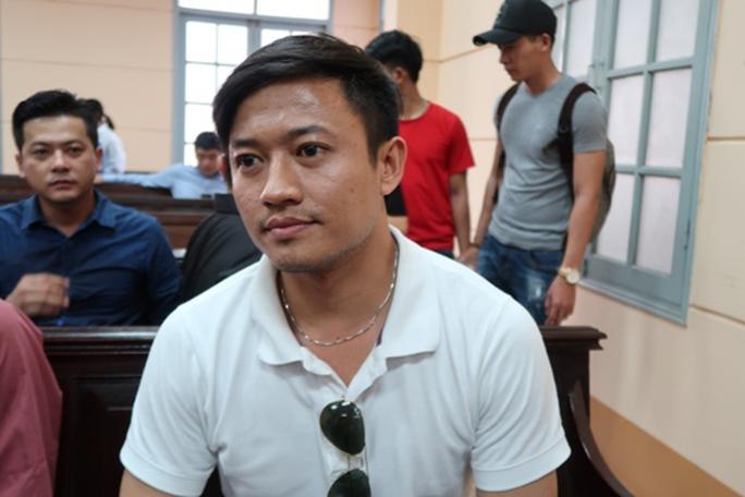 Hoài Linh đến tòa ủng hộ Ngọc Trinh kiện nhà hát - Ảnh 4.