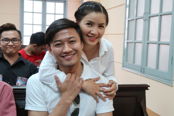 Hoài Linh đến tòa ủng hộ Ngọc Trinh kiện nhà hát - Ảnh 1.