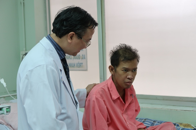 Cứu sống bác sĩ người Campuchia - Ảnh 2.