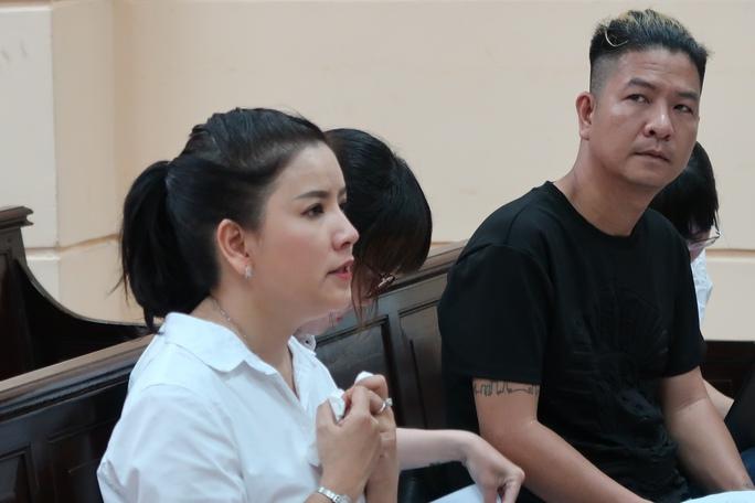 Diễn viên Ngọc Trinh khóc nức nở trước tòa - Ảnh 6.