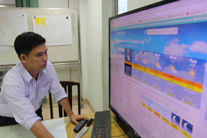 Ông Lê Đình Quyết, Phó Phòng Dự báo, Đài Khí tượng thủy văn khu vực Nam Bộ thông tin về tình hình thời tiết ở TP HCM.