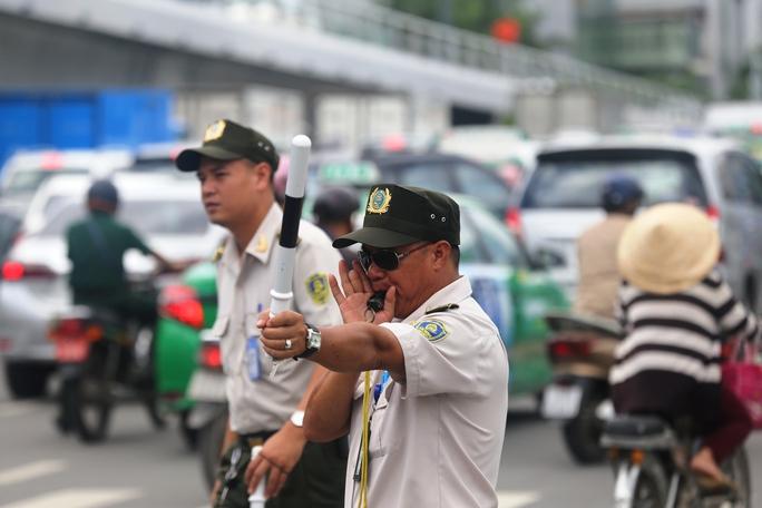"""Cầu vượt thép chưa """"xử"""" được kẹt xe ở sân bay Tân Sơn Nhất - Ảnh 7."""